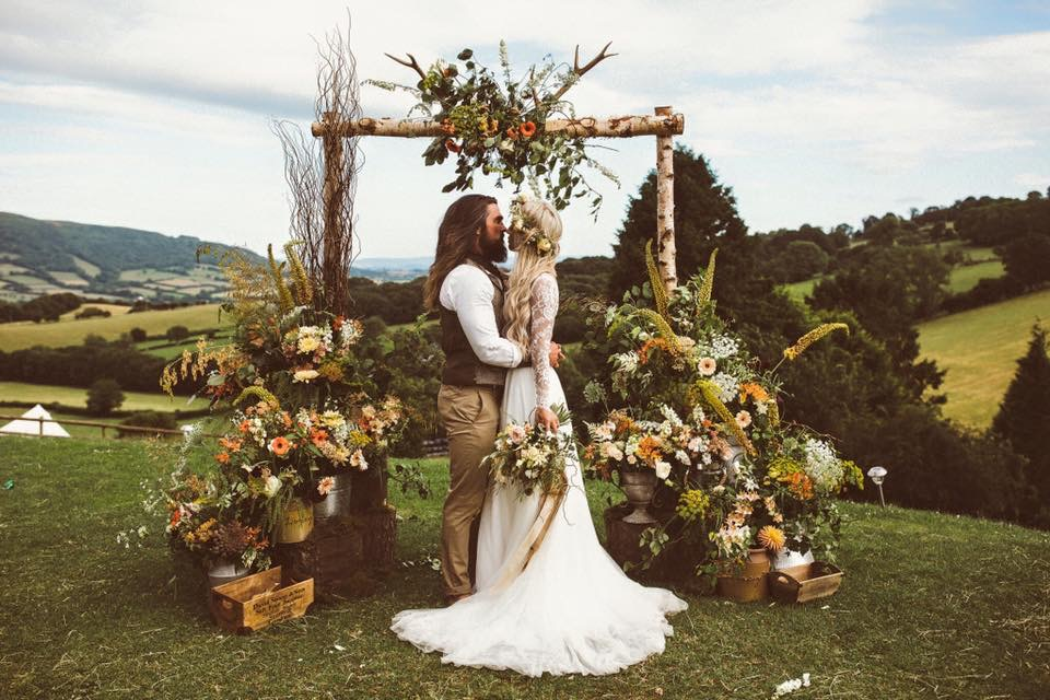 Outdoor weddings in spring
